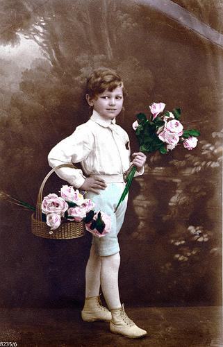 au secours il m a offert des fleurs les filles du web. Black Bedroom Furniture Sets. Home Design Ideas